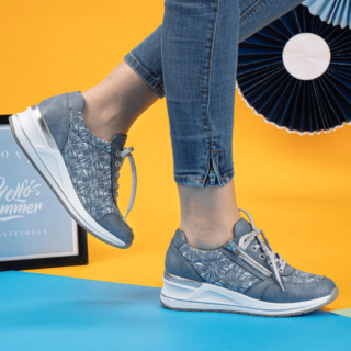 Lichtblauwe dames sneaker Remonte